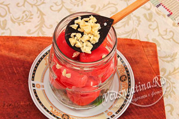 Маринованные помидоры на зиму – вкусно, даже рассол не выливаю