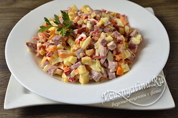 Салат Елисейский с колбасой, болгарским перцем и сыром