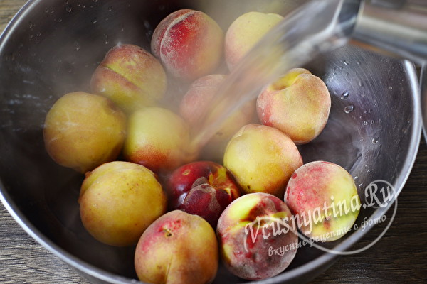 Персики половинками в сиропе на зиму для десертов
