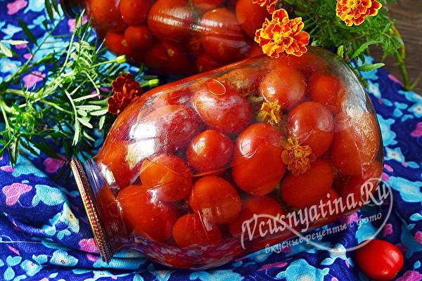 Маринованные помидоры с бархатцами на зиму
