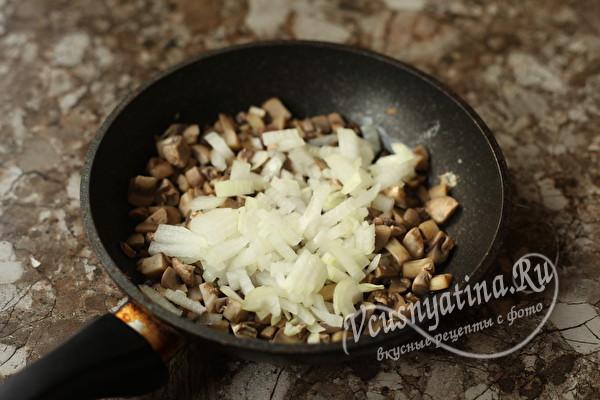 """Салат """"Любимчик"""" с грибами и курицей"""