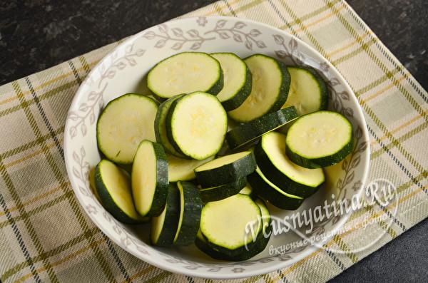Салат с кабачками, болгарским перцем и луком на зиму