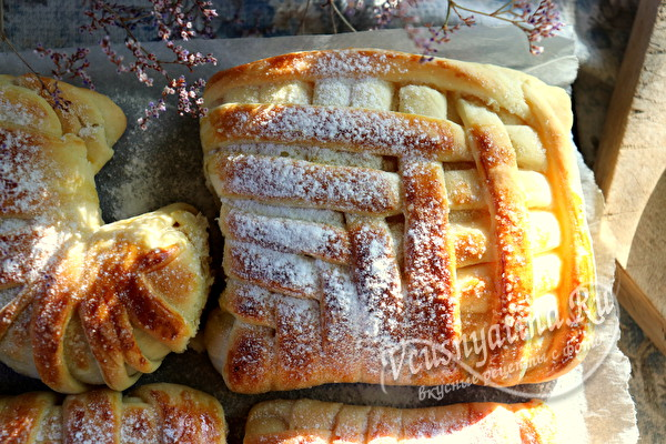 Дрожжевые булочки со сливами – рецепт и два способа красиво завернуть