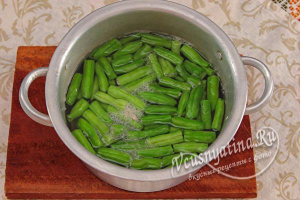 Стручковая фасоль с овощами в томате на зиму