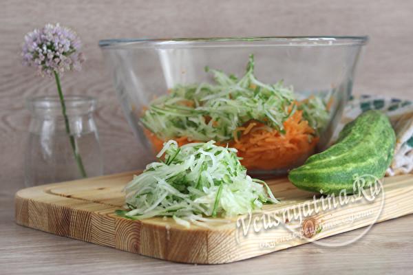 Очень вкусный салат из фунчозы с овощами с приправой