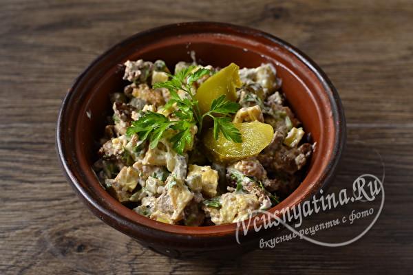 Простой и вкусный салат «Мельник» с куриной печенью