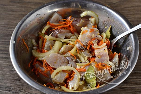 Хе из толстолобика по-корейски с морковью и луком