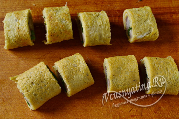 Вкусные картофельные роллы с селедкой и луком
