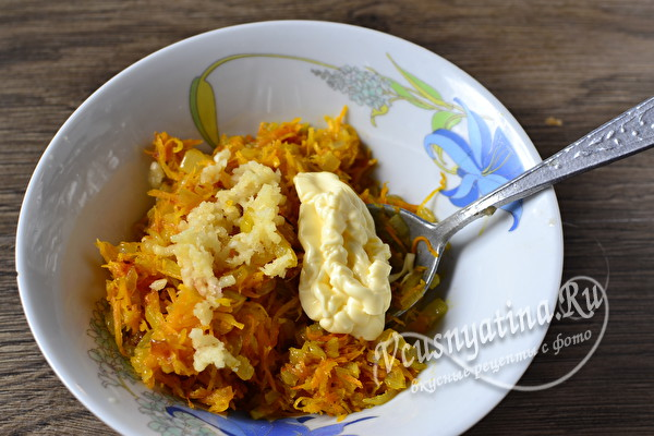 Печеночные рулетики с морковью и луком