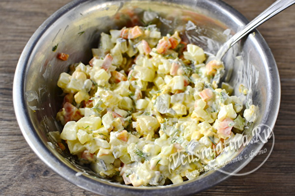 Очень вкусный и простой салат с маринованными опятами