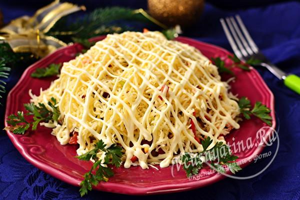 Слоеный салат с ветчиной, сыром и помидорами за 5 минут