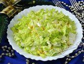 Салат из курицы, яиц и сыра под пекинской капустой