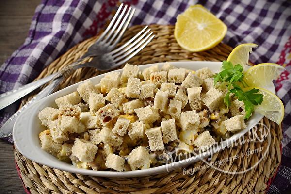 Простой и очень вкусный салат из шпрот с сухариками