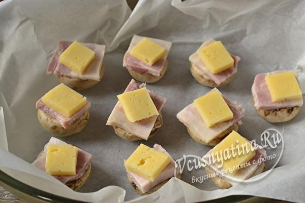 Шампиньоны с сыром и беконом в духовке – сочно и вкусно
