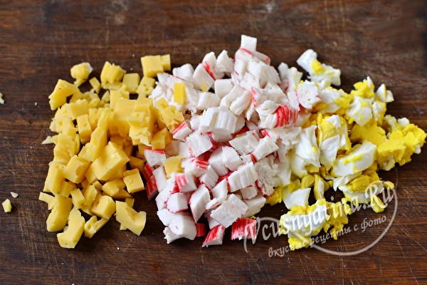 Закуска с крабовыми палочками на кольцах ананаса – вкусно и просто