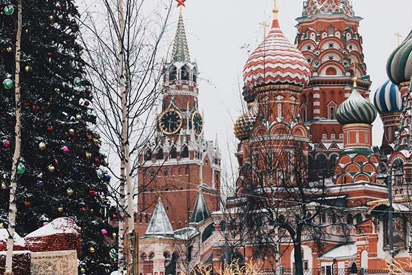 Новогодняя елка возле храма Василия Блаженного