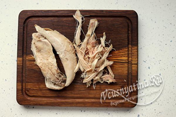 """Салат """"Муравейник"""" с курицей и картофелем фри соломкой"""