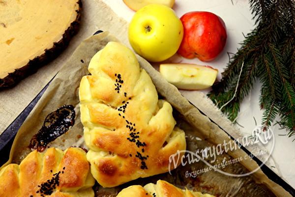 Пирожки из дрожжевого теста с яблочной начинкой