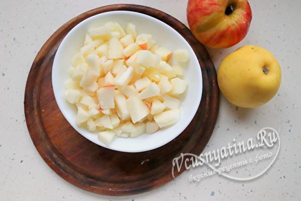 Мягкие и нежные пирожки из дрожжевого теста с яблоками