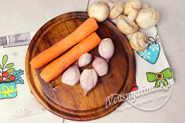 Вкусный печеночный рулет с грибами и овощами