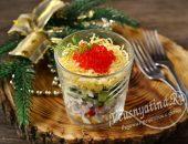 Слоеный салат с крабовыми палочками и красной икрой