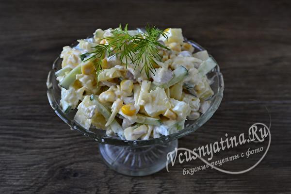 Сочный салат с курицей и ананасами по очень простому рецепту