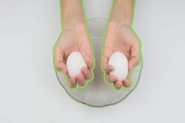 Все способы разбить яйцо и оставить желток целым