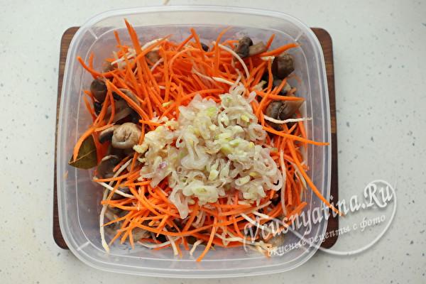 Сочная морковка по-корейски с шампиньонами