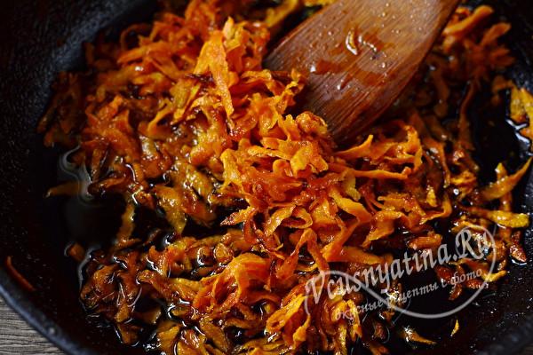Салат «Обжорка» с печенью и солеными огурцами слоями