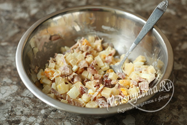 "Салат ""Купидон"" с копченой курицей и ананасами"