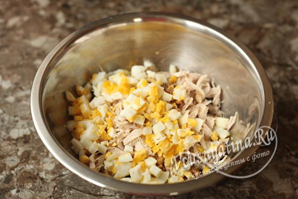 "Салат ""Натали"" с курицей, грецкими орехами и черносливом"