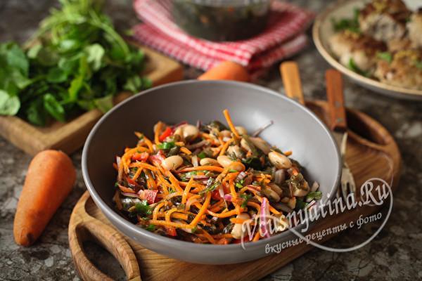 Постный салат с морской капустой и фасолью
