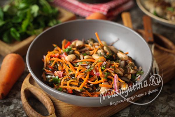 Постный салат из морской капусты с фасолью