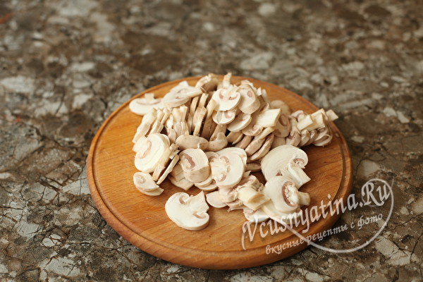 Кулебяка с грибами и картошкой в духовке (на противне)