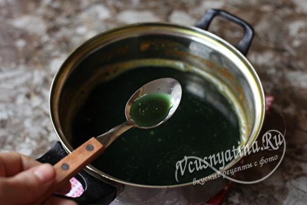 Покраска яиц в зеленый цвет натуральными красителями