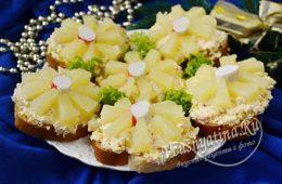 Бутерброды с крабовыми палочками, ананасами и сыром