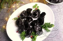 Черные пельмени с чернилами каракатицы