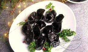 Миниатюра к статье Черные пельмени с семгой – удиви друзей на праздник!