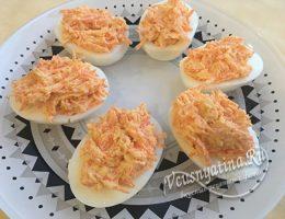 фаршированные яйца морковью с чесноком