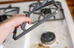 Как почистить чугунные решетки на газовой плите