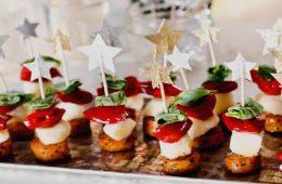 Миниатюра к статье 9 лучших рецептов канапе на шпажках для праздничного стола