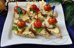Канапе с куриным филе, сыром и помидором черри