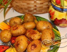 запеченный молодой картофель с чесноком