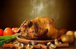 Миниатюра к статье Целая курица в духовке – 11 самых вкусных рецептов с хрустящей корочкой
