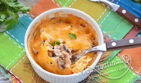 Миниатюра к статье Курица с грибами в сливочном соусе в духовке