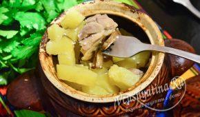 Миниатюра к статье Курица с картошкой и грибами в сметанном соусе