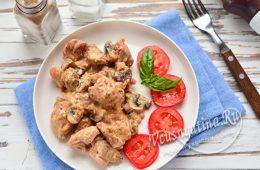 Курица в сливочно-чесночном соусе с грибами