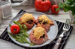 Мясные корзиночки с грибами и сыром