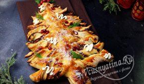 Миниатюра к статье Новогодний закусочный пирог «Елка» с сыром