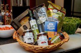 Миниатюра к статье Что купить заранее из продуктов к Новому году, чтобы достойно его отметить